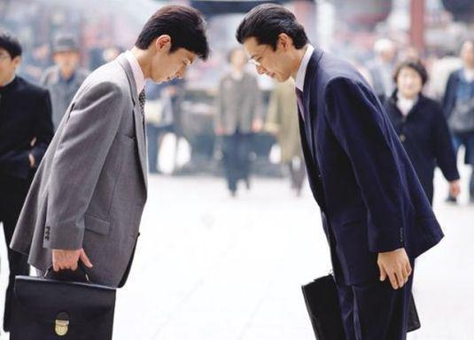 Giám đốc Nhật cúi đầu chào khách: Câu chuyện thú vị đằng sau văn hóa cúi chào của người Nhật-5