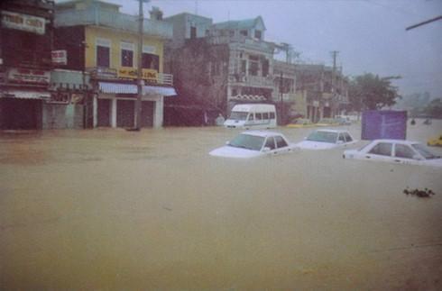 Những trận đại hồng thủy trăm năm có một ở Việt Nam trong vòng 20 năm qua-1