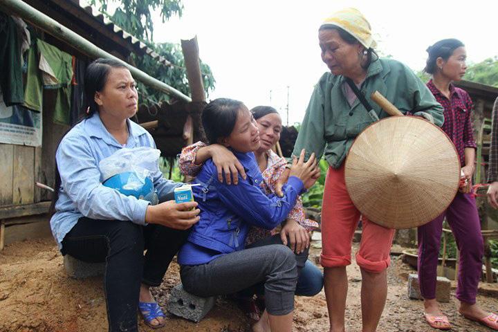 Sạt lở ở Hòa Bình: Khóc ngất kể phút đất vùi 4 người thân-4