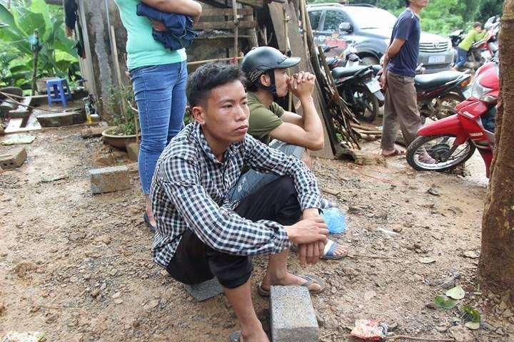 Sạt lở ở Hòa Bình: Khóc ngất kể phút đất vùi 4 người thân-5