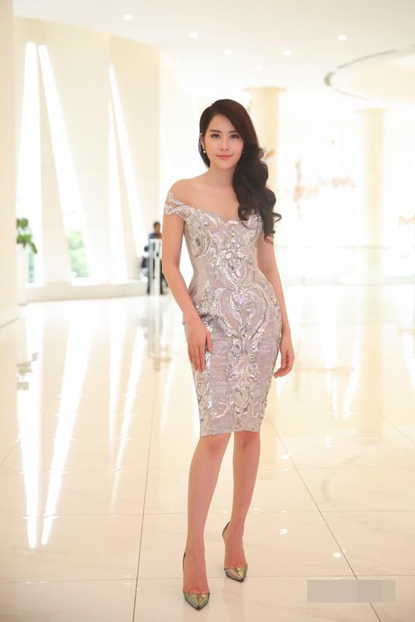 Huyền My đứng top mặc đẹp nhất thảm đỏ với váy vàng lộng lẫy tại Miss Grand International 2017-9