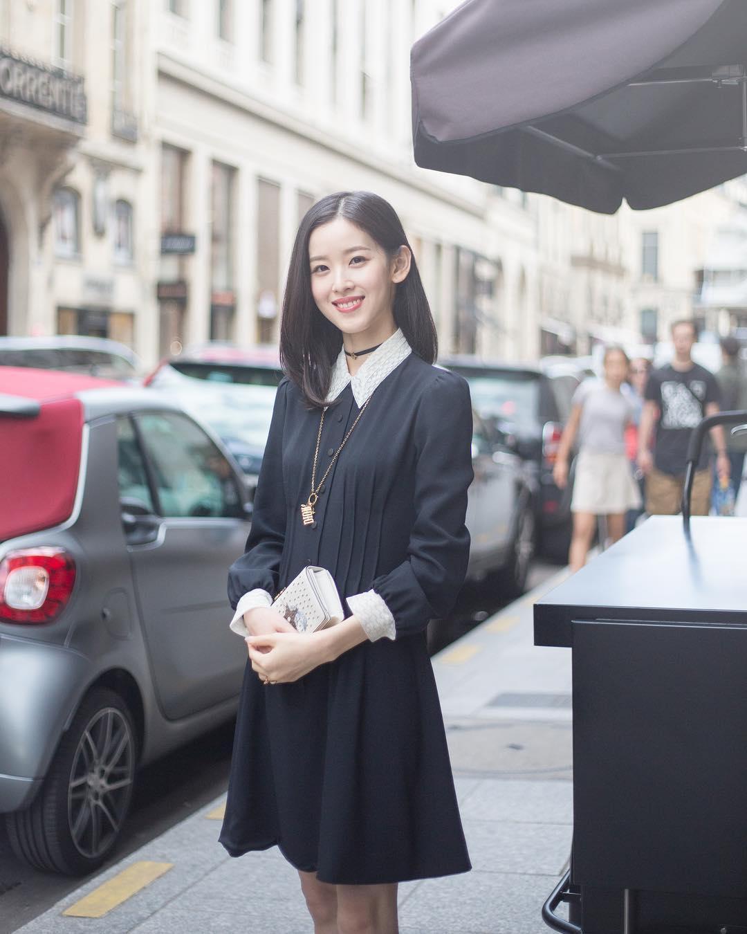 Từ khi lấy chống, hot girl trà sữa Chương Chiết Thiên liên tục diện đồ hiệu, dự sự kiện thời trang danh tiếng-3