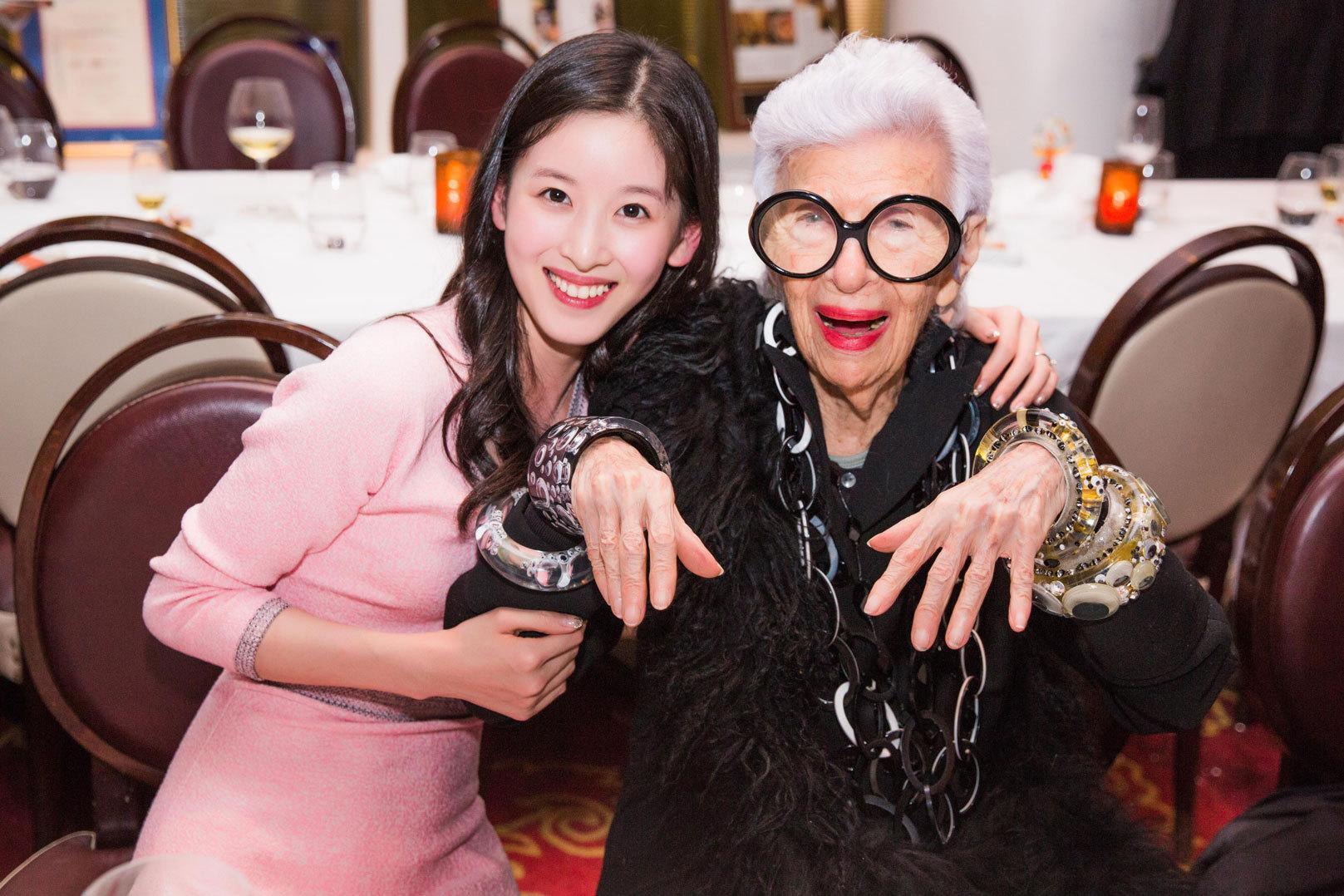 Từ khi lấy chống, hot girl trà sữa Chương Chiết Thiên liên tục diện đồ hiệu, dự sự kiện thời trang danh tiếng-13