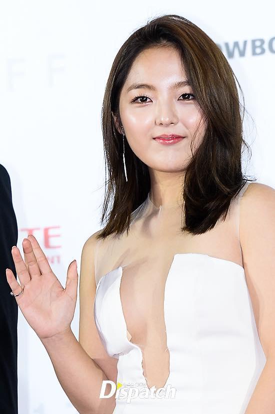 Sao nhí Gia đình là số 1 bị chỉ trích vì hở bạo trên thảm đỏ LHP quốc tế Busan-1