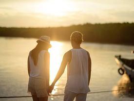 Nếu bạn từng yêu một người rất tệ, hãy mỉm cười cho qua