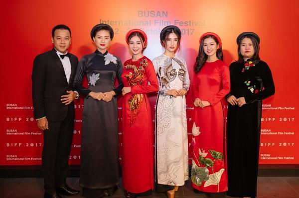 Ngô Thanh Vân và Ninh Dương Lan Ngọc diện áo dài nổi bật trên thảm đỏ LHP Busan 2017-2