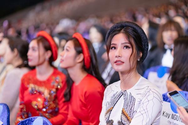 Ngô Thanh Vân và Ninh Dương Lan Ngọc diện áo dài nổi bật trên thảm đỏ LHP Busan 2017-6
