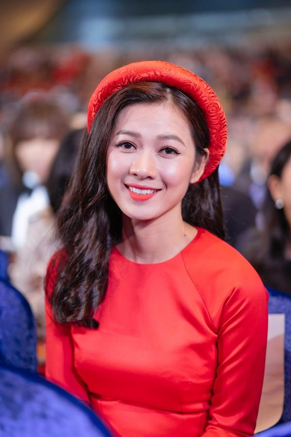 Ngô Thanh Vân và Ninh Dương Lan Ngọc diện áo dài nổi bật trên thảm đỏ LHP Busan 2017-8