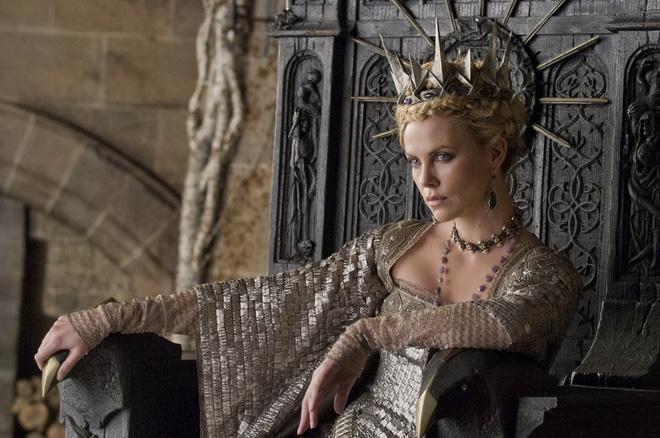 Hoàng hậu được mệnh danh là ác phụ độc dược, 3 đời chồng vẫn đẹp như đóa hồng Athens-7