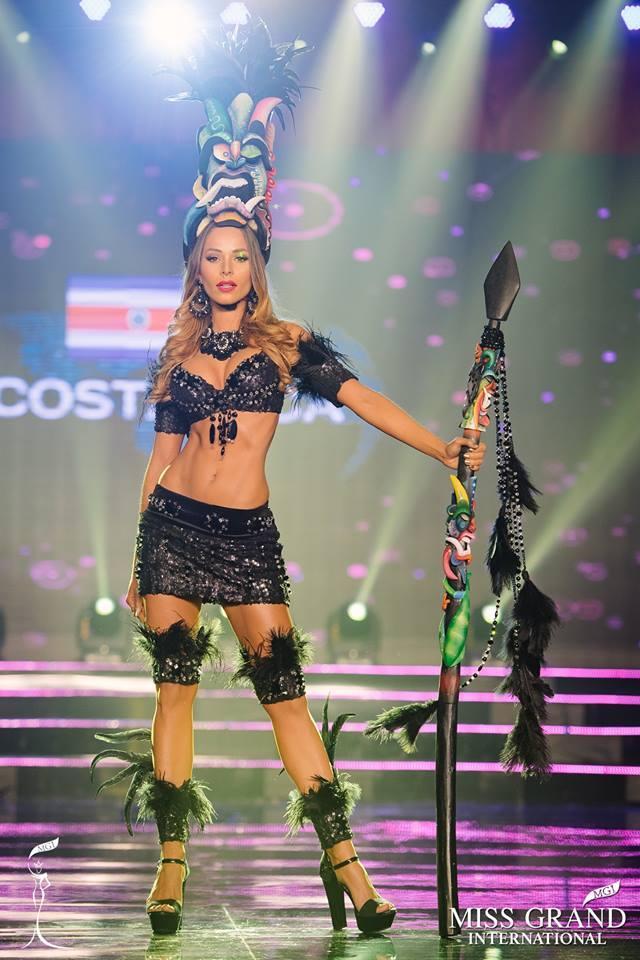 Top 10 quốc phục thi hoa hậu không rườm rà thì lại hở bạo chẳng khác gì diễn show Victorias Secret-10