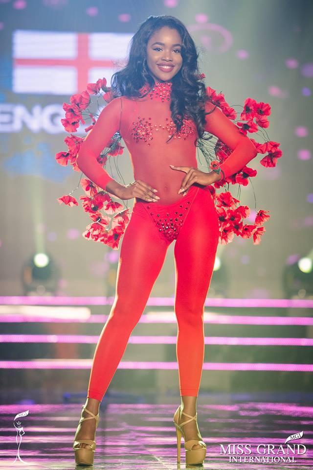 Top 10 quốc phục thi hoa hậu không rườm rà thì lại hở bạo chẳng khác gì diễn show Victorias Secret-1