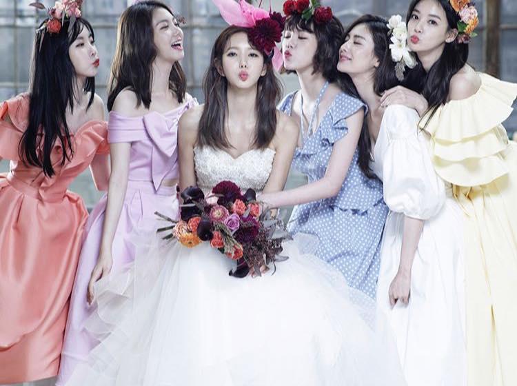Sao Hàn 13/10: Mỹ nhân đẹp nhất thế giới làm phù dâu trong hôn lễ bạn cùng nhóm-1