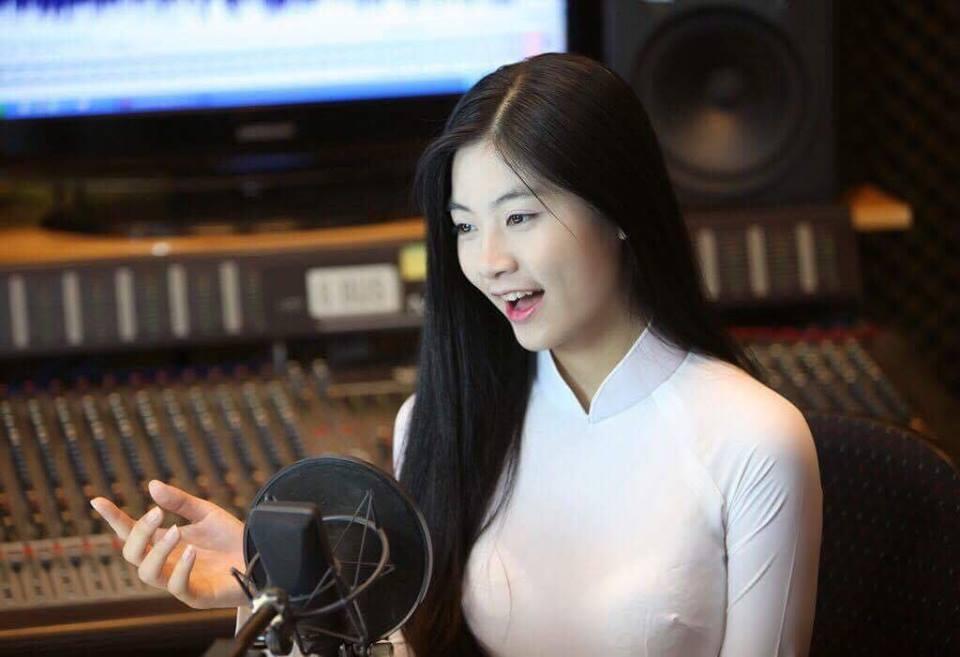 Hot girl áo dài tự tin khoe giọng hát ngọt như mía lùi khi cover hit Duyên phận-9