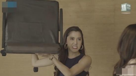 Những màn đánh ghen dã man tàn bạo trong loạt phim đình đám Thái Lan-3