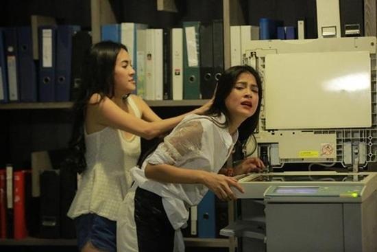 Những màn đánh ghen dã man tàn bạo trong loạt phim đình đám Thái Lan-6