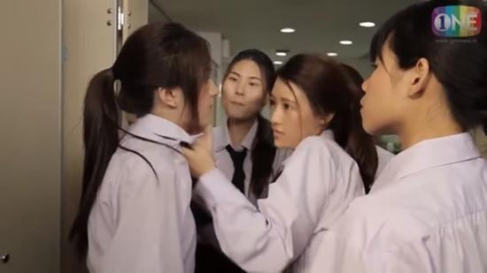 Những màn đánh ghen dã man tàn bạo trong loạt phim đình đám Thái Lan-11