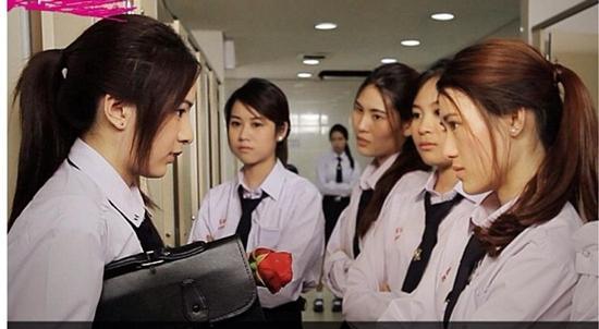 Những màn đánh ghen dã man tàn bạo trong loạt phim đình đám Thái Lan-10