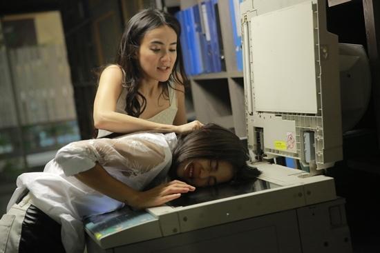 Những màn đánh ghen dã man tàn bạo trong loạt phim đình đám Thái Lan-7