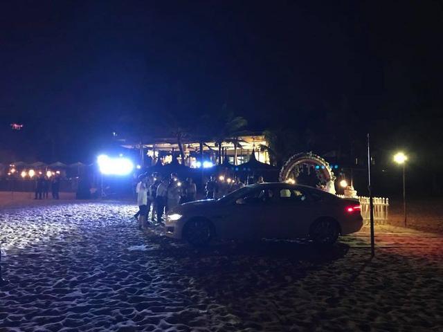 Kỷ niệm 4 năm ngày cưới, Minh Nhựa hào phóng tặng vợ siêu xe 4 tỷ đồng-3