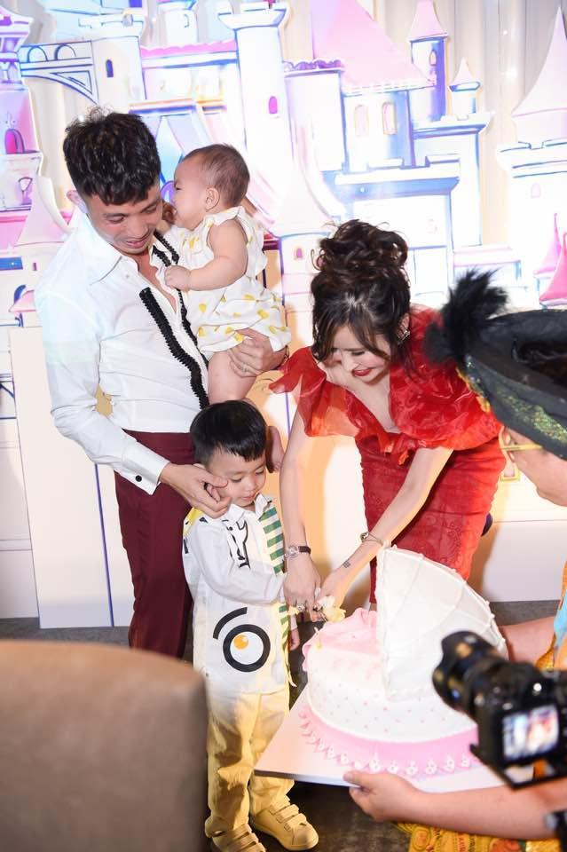Kỷ niệm 4 năm ngày cưới, Minh Nhựa hào phóng tặng vợ siêu xe 4 tỷ đồng-4