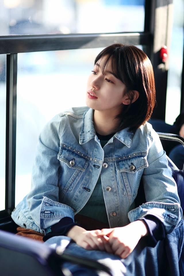 Cắt tóc ngắn ngủn, Suzy vẫn xinh và mặc đẹp trong Khi Nàng Say Giấc-11
