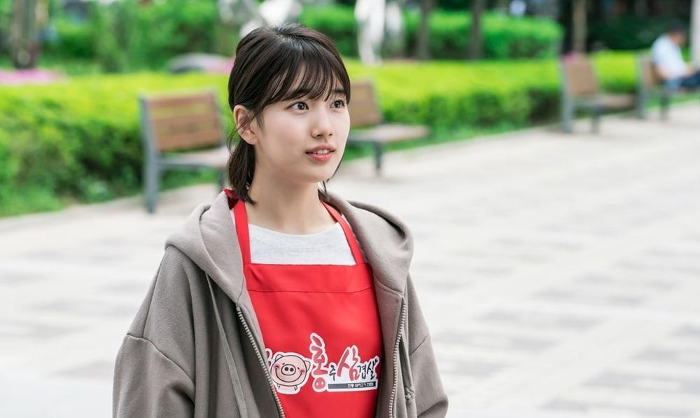 Cắt tóc ngắn ngủn, Suzy vẫn xinh và mặc đẹp trong Khi Nàng Say Giấc-7