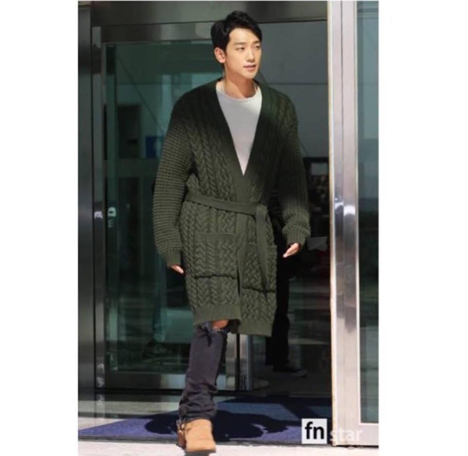 Street style sao Hàn: Suzy ngọt ngào - Lee Min Ho lịch lãm khiến fan đứng ngồi không yên-1