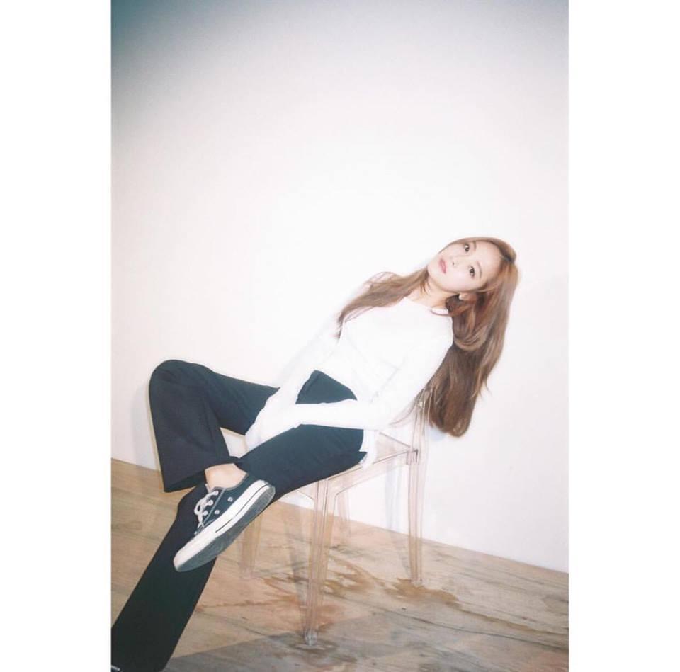 Street style sao Hàn: Suzy ngọt ngào - Lee Min Ho lịch lãm khiến fan đứng ngồi không yên-3