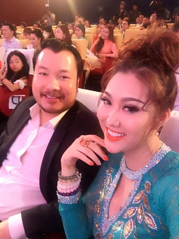 Vướng nghi án đá đểu Chi Pu đi hát, Hương Tràm sáng nhất showbiz Việt tuần qua-7