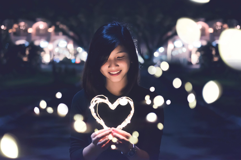 Ta yêu nhau bình yên hôm nay thôi, chuyện ngày mai để mai tính-1