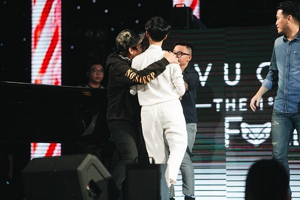 Hoài Lâm giả fan cuồng, Phillip Nguyễn nhảy sung hết nấc trong birthday concert Vũ Cát Tường-9