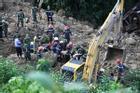 Tin mới nhất vụ sạt lở đất tại Hòa Bình: Phát hiện thi thể mẹ đang ôm chặt con trai