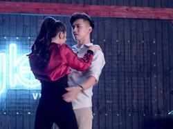Glee: Cư dân mạng chê chồng Lê Thúy không biết đọc rap