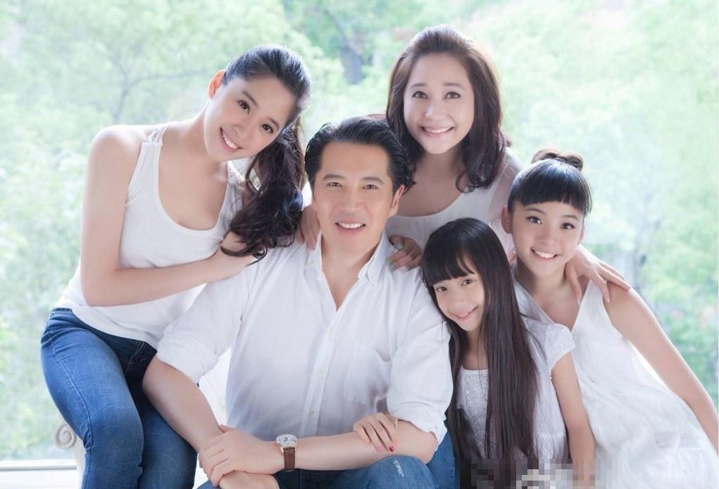 Không chỉ riêng sao Hoa ngữ, thậm chí cả gia tộc của họ cũng toàn là mỹ nhân-7