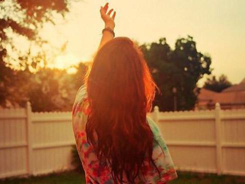 Đừng vì muốn quên đi tình cũ mà đi tìm yêu người mới, tàn nhẫn lắm!
