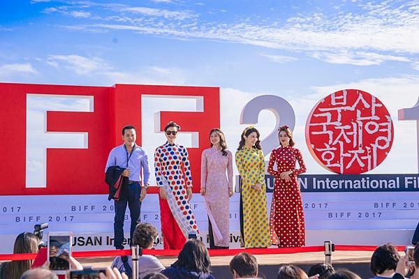 Gần 1.000 khán giả quốc tế đến rạp xem suất chiếu đầu tiên của Cô Ba Sài Gòn-1