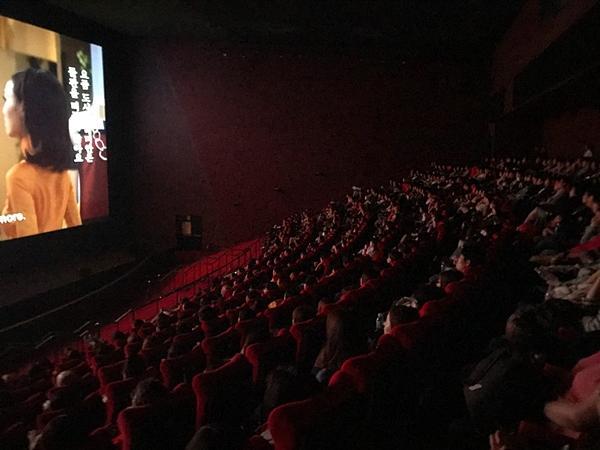 Gần 1.000 khán giả quốc tế đến rạp xem suất chiếu đầu tiên của Cô Ba Sài Gòn-5