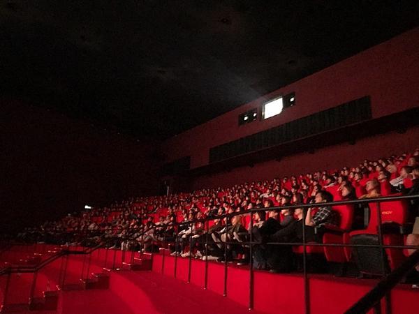 Gần 1.000 khán giả quốc tế đến rạp xem suất chiếu đầu tiên của Cô Ba Sài Gòn-4