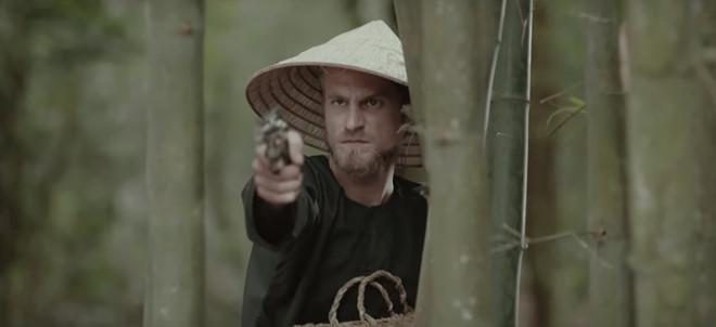 Chàng Tây được săn lùng sau khi xuất hiện 3 giây trong MV của Mỹ Tâm-1