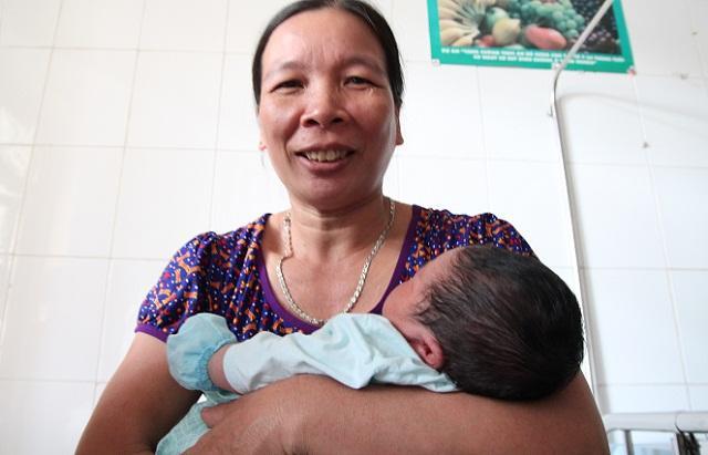 Bố bé trai chào đời nặng kỷ lục 7,1kg: Lúc đầu tôi không tin, phải mang con đi cân lại-2