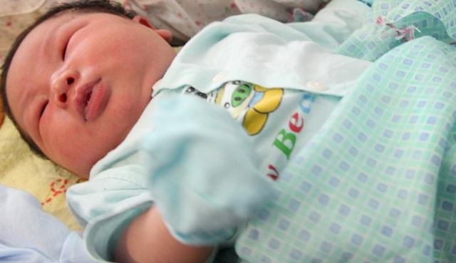 Bố bé trai chào đời nặng kỷ lục 7,1kg: Lúc đầu tôi không tin, phải mang con đi cân lại-3