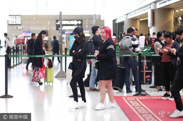 Trần Kiều Ân mặc đồ đen kín, tiều tụy xuất hiện tại sân bay-5