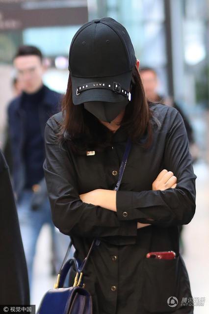 Trần Kiều Ân mặc đồ đen kín, tiều tụy xuất hiện tại sân bay-7