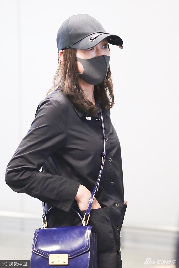 Trần Kiều Ân mặc đồ đen kín, tiều tụy xuất hiện tại sân bay-8
