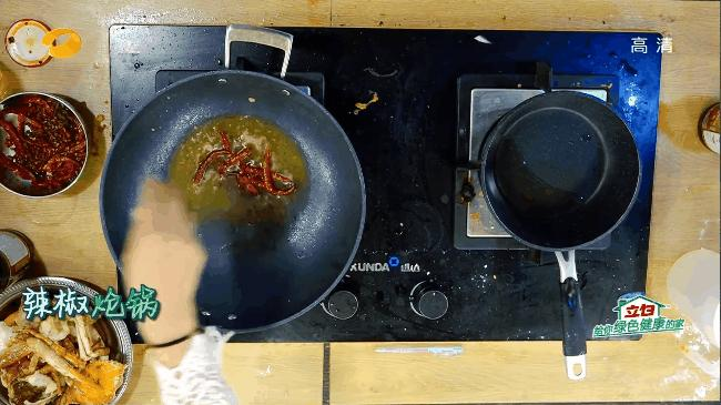 Triệu Vy nấu Cua vị cay khiến Huỳnh Hiểu Minh thèm chảy nước miếng-4
