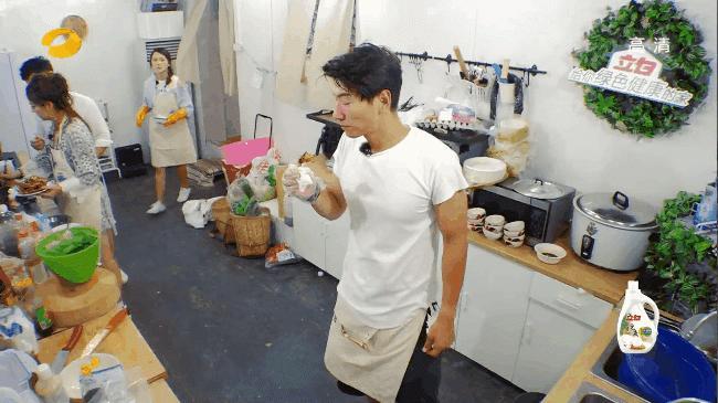 Triệu Vy nấu Cua vị cay khiến Huỳnh Hiểu Minh thèm chảy nước miếng-8