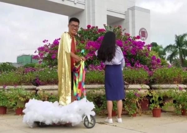 TQ: Chàng trai đạp gió cưỡi mây đến tỏ tình với cô gái thầm yêu 4 năm-2