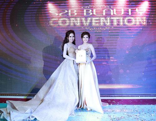 Lilly Luta đẹp rạng ngời dự sự kiện S2B convention-5