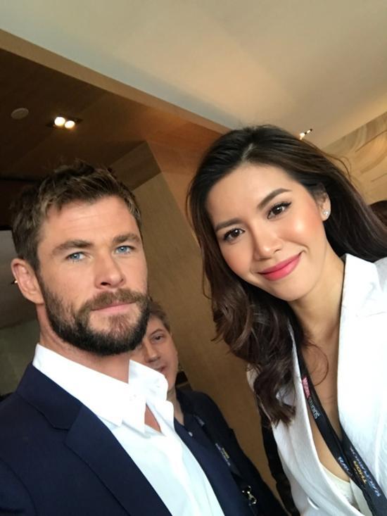 Minh Tú tự tin phỏng vấn dàn sao Thor: Ragnarok tại Úc-1