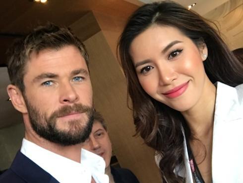 Minh Tú tự tin phỏng vấn dàn sao 'Thor: Ragnarok' tại Úc